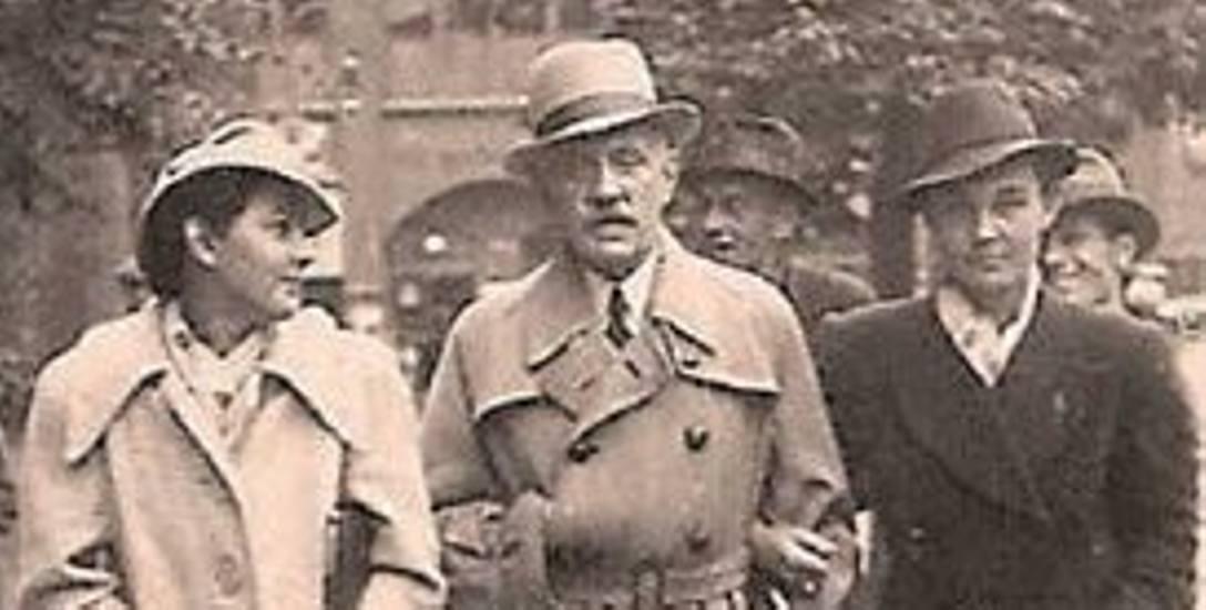 Gen. Karnicki z córkami na ul. Gdańskiej z Bydgoszczy - z lewej Neka, z prawej Mara