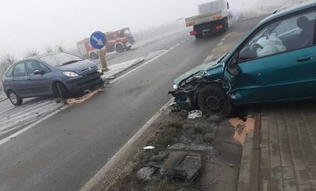 Dwa rozbite samochody w Belsku Małym: citroen i toyota wylądowały na poboczu drogi.