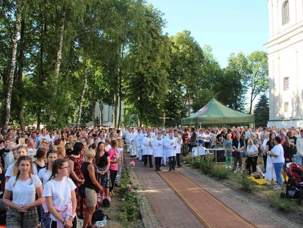 23 czerwca uroczystą Mszą św. zakończyła się XXXIX Piesza Pielgrzymka Różanostocka. Do Sanktuarium dotarło tysiące osób, w większości ludzi młodych.