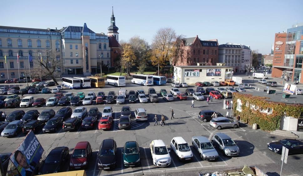 Film do artykułu: Pod placem Kopernika w Opolu zaparkujemy za trzy lata