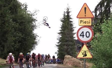 Tak w kadrach wyglądał skok nad peletonem Tour de Pologne
