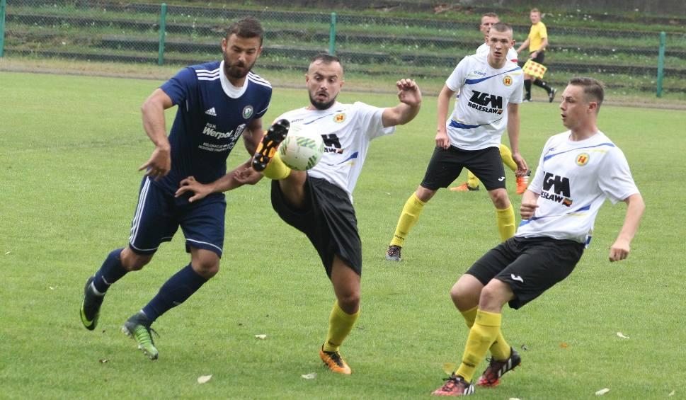 Film do artykułu: IV liga piłkarska. Beniaminek LKS Jawiszowice zrobił dobre wrażenie. Wysoko wygrał na wyjeździe z KS Olkusz [ZDJĘCIA]