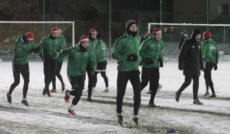 Film do artykułu: 2. liga. Radomiak Radom rozpoczął zimowe przygotowania. Na zajęciach 26 zawodników. Nie było Leandro, Luza i Sokoła