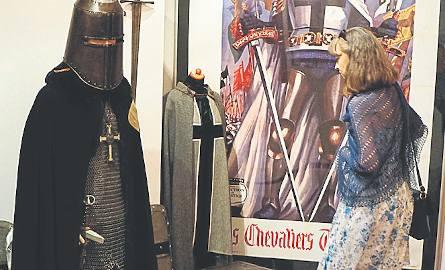Niemal całe piętro zajmują unikalne dokumenty i plakaty z kolekcji muzeum. Nowością są rekwizyty z Łódzkiego Centrum Filmowego