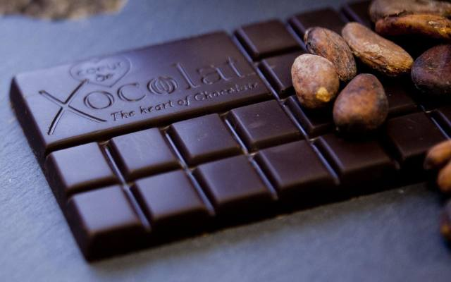 Obróbka ziaren kakaowca jest dość skomplikowana. Między innymi dlatego Europejczycy nie od razu docenili ich smak.