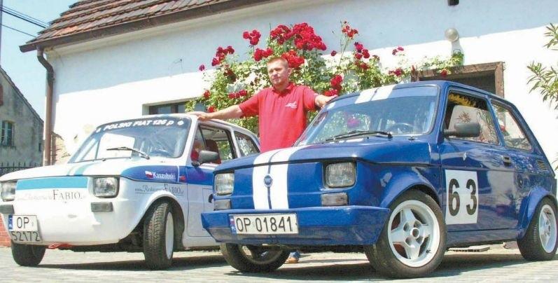 Czesław Cebulla z Opola jest dumny ze swoich dwóch małych fiatów...