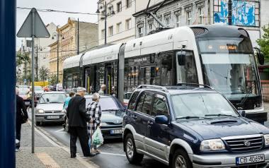 Tak wygląda codzienność na przystanku przy ul Gdańskiej - Chodkiewicza. O tym, że przystanek wiedeński przydałby się w tym miejscu, nikogo przekonywać