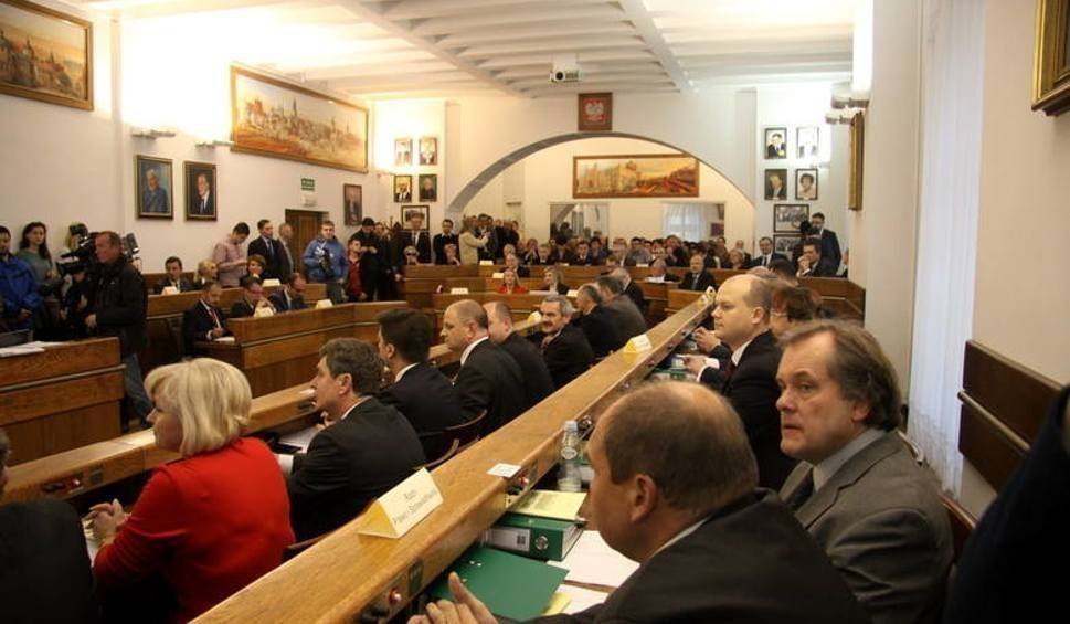 """Sesja Rady Miasta. """"Tak"""" dla pomnika """"proboszcza Majdanka"""""""