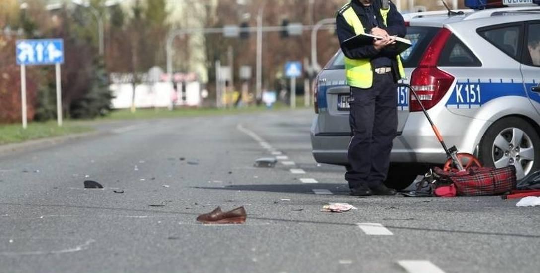 """Raport ministerstwa nie zostawia złudzeń: kierowcy przed """"zebrą"""" nawet nie zwalniają"""
