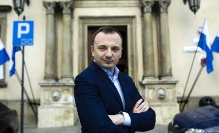 Uważam, że byłbym lepszym prezydentem niż Jacek Majchrowski. Przez wiele lat działalności publicznej dowiodłem, że potrafię słuchać ludzi i rozwiązywać