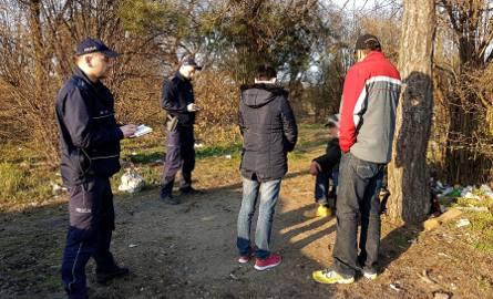 """Dzielnicowi z białostockiej """"czwórki"""" zareagowali na zgłoszenia z mapy bezpieczeństwa w rejonie ulicy Wyszyńskiego w Kleosinie"""