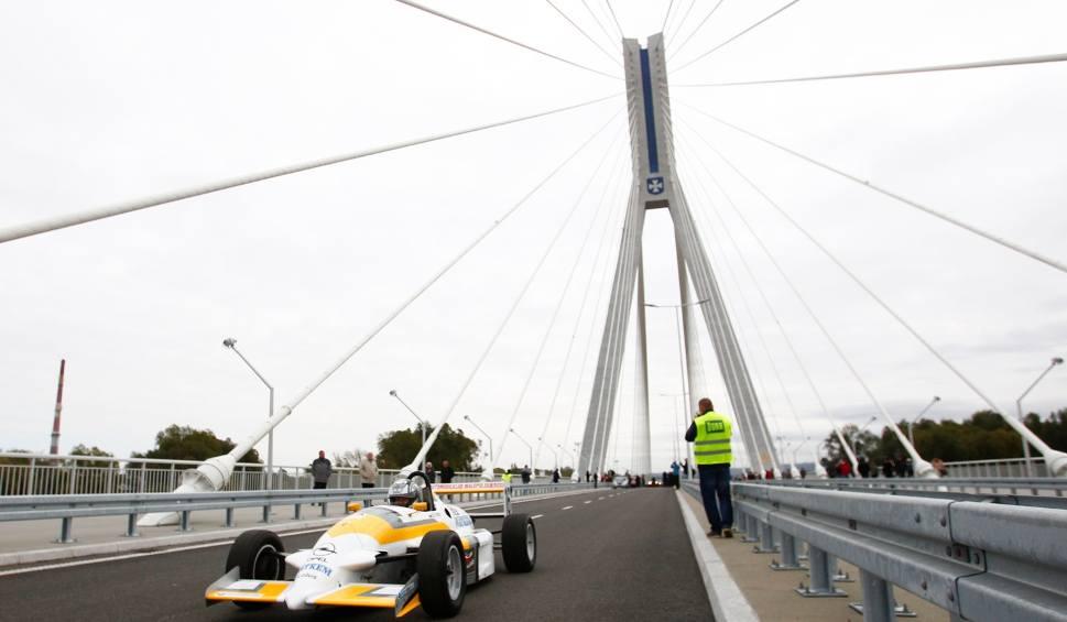 Film do artykułu: Po godz. 10 otwarto most im. Tadeusza Mazowieckiego