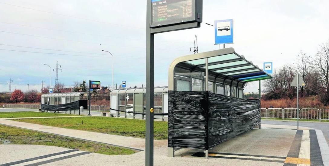 """Na pętli """"Turkusowa"""" wykonane zostały 4 perony z przystankami autobusowymi, toaleta, 57 miejsc parkingowych dla samochodów osobowych  oraz parking Bike&Ride"""