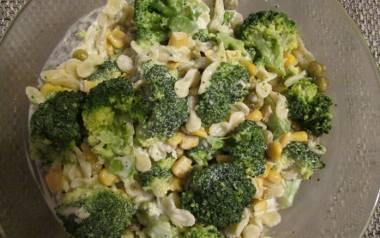 Sałatka z brokułami.
