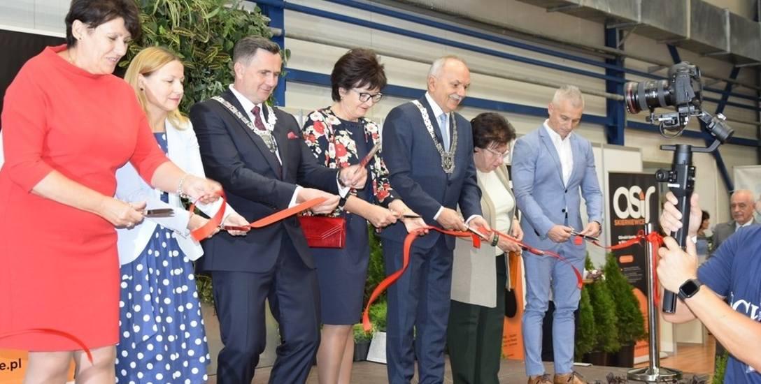 Pierwszym wydarzeniem Skierniewickiego Święta Kwiatów, Owoców i Warzyw 2019 było otwarcie Targów Ogrodniczo-Rolnych w hali OSiR. Swoje produkty wystawiły