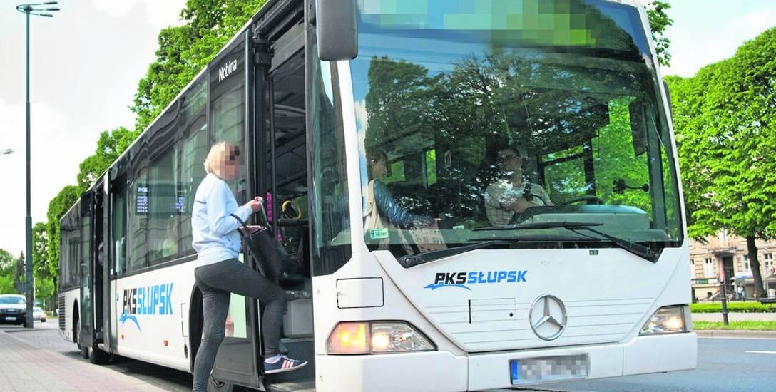 Kierowca PKS twierdzi, że wożąc nocą pasażerów do Warszawy nie ma możliwości wypoczynku przed kursem powrotnym. Firma odpiera te zarzuty.