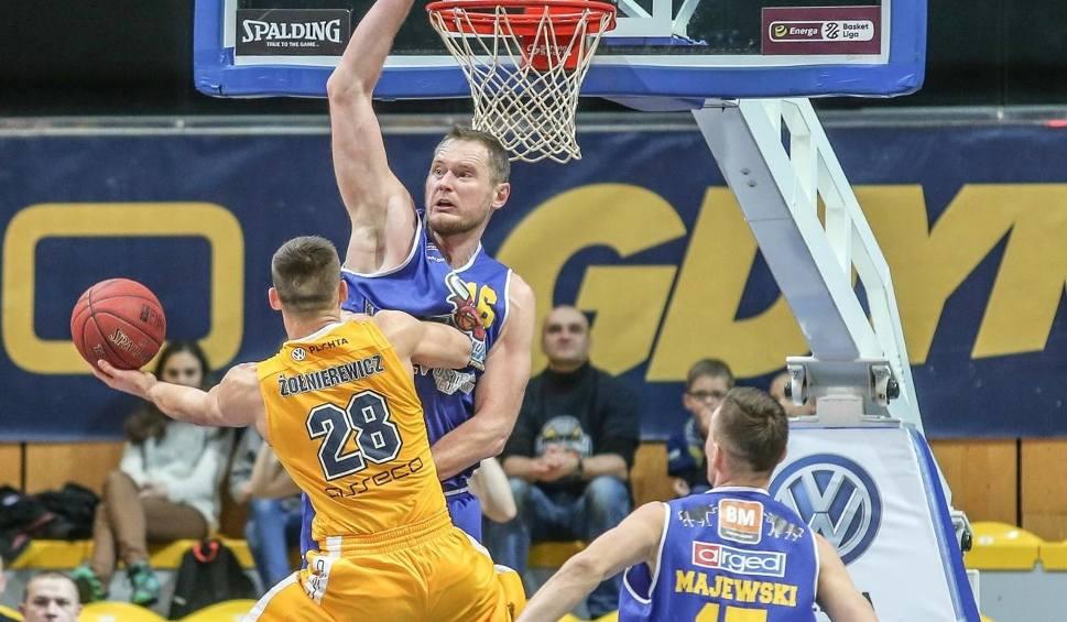 Film do artykułu: Energa Basket Liga. Asseco Gdynia po dogrywce przegrało punktem z BM Slamem Stalą Ostrów Wlkp