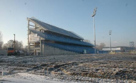 W 2009 roku trwała przebudowa stadionu Lecha Poznań. Krajobraz przy Bułgarskiej był iście księżycowy. Obiekt miał wtedy tylko dwie trybuny. Zobacz zdjęcia