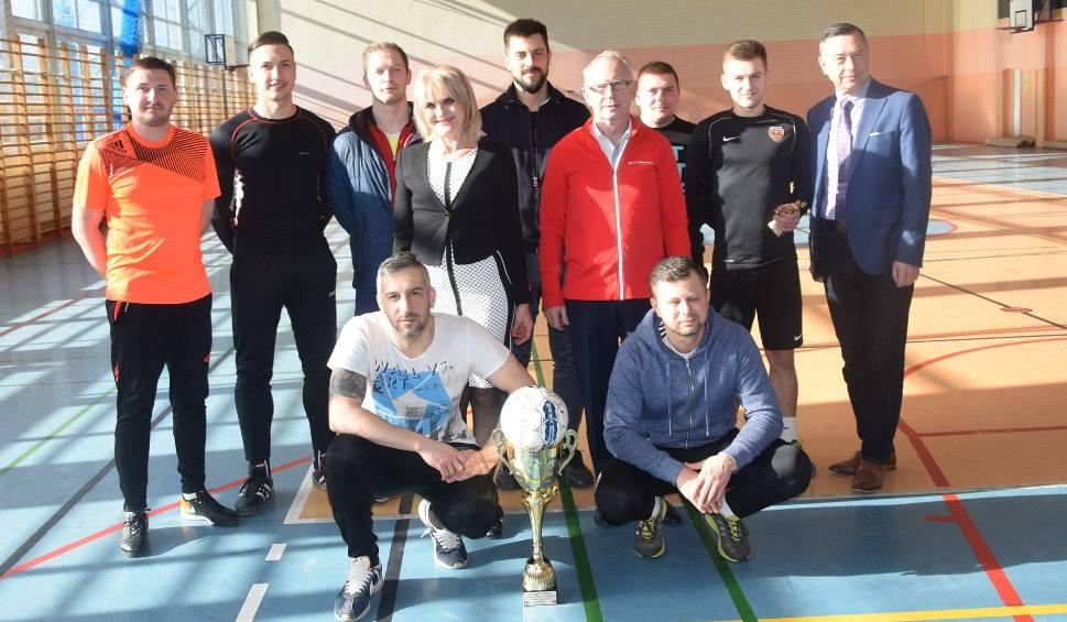 Film do artykułu: Turniej halowej piłki nożnej o Puchar Wójta Gminy Bodzechów we Szewnie