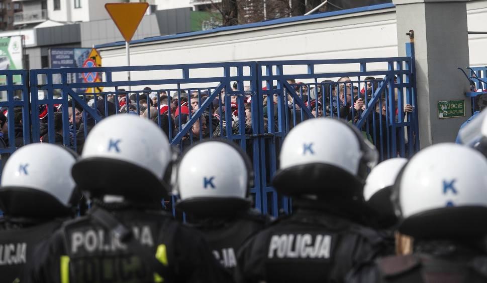 Film do artykułu: Mecz Resovia Rzeszów - Widzew Łódź. Ośmiu kibiców zatrzymanych przez policję