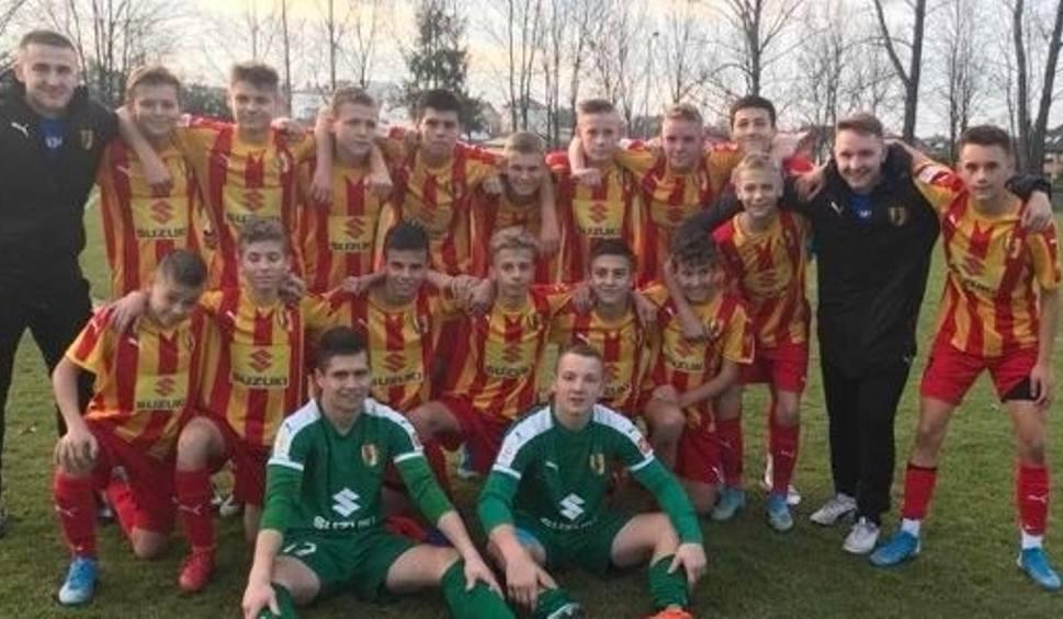 Film do artykułu: Piłkarze KKP Korona Kielce do 15 lat fetowali wygraną z Sandecją i udaną rundę w Centralnej Lidze Juniorów do 15 lat [WIDEO]