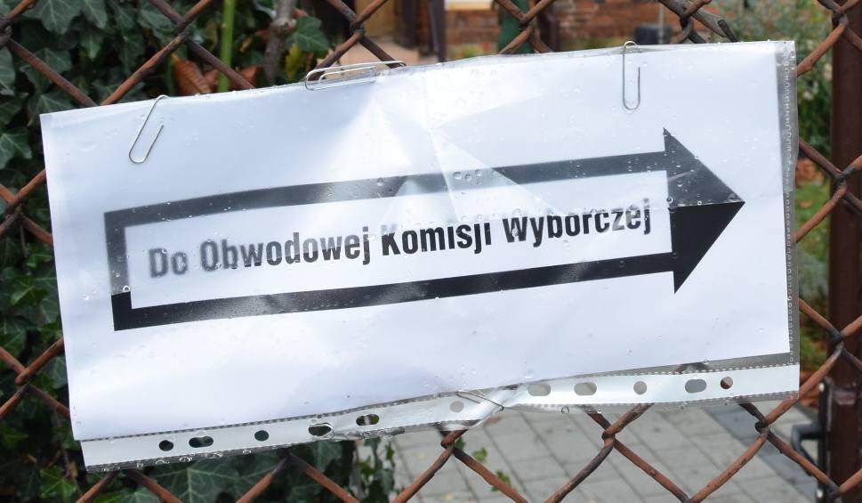 Film do artykułu: Wybory samorządowe 2018 w Tarnowie. Rozklejał plakaty w czasie ciszy wyborczej