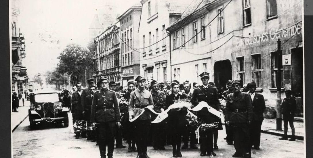 Pogrzeb Franciszka Walczaka - młodego milicjanta zabitego przez sowieckich żołnierzy