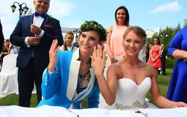 """Julia i Dominika wzięły ślub: """"Od tej chwili jesteśmy żoną i żoną"""" [ZDJĘCIA]"""