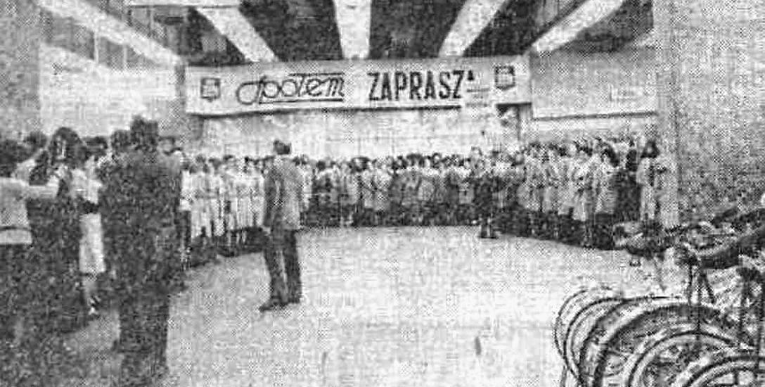 Odprawa personelu przed pierwszym dniem pracy Centralu. Fot. A. Sokólski, Gazeta Współczesna.