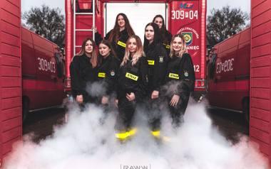 """Żartobliwie mówi się o nich """"Aniołki naczelnika"""". Dziewczyny z OSP Bogdaniec zostały uwiecznione na pięknej sesji fotograficznej. Już niebawem będą pełnoprawnymi"""