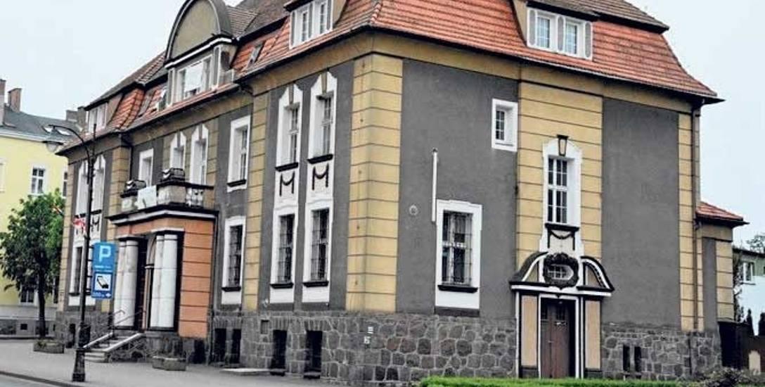 Powiat drawski zamierza kupić byłą siedzibę PKO BP przy ul. Piłsudskiego w Drawsku Pomorskim.  Za 992 tys. złotych.