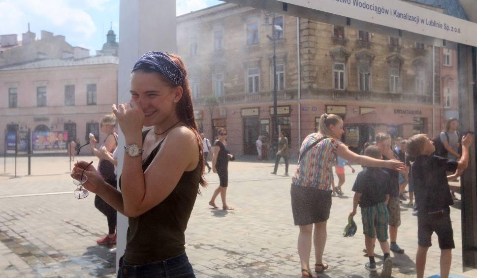 Film do artykułu: Gorąco! Jak przetrwać upały? Instrukcja obsługi dla dojrzałych ludzi (GALERIA)