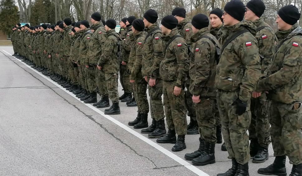 Film do artykułu: Żołnierze Obrony Terytorialnej z batalionów lekkiej piechoty w Radomiu i Grójcu szkolą się na Sadkowie i w Toruniu