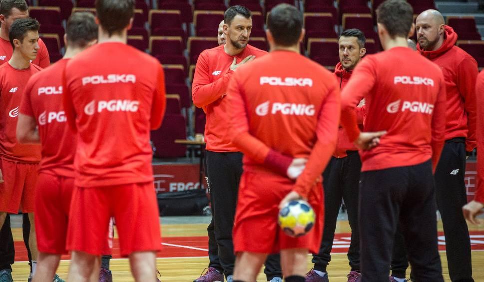 Film do artykułu: Reprezentacja Polski piłkarzy ręcznych przyjeżdża do Ostrowca. W środę zagra tam z Kosowem o punkty eliminacji mistrzostw Europy