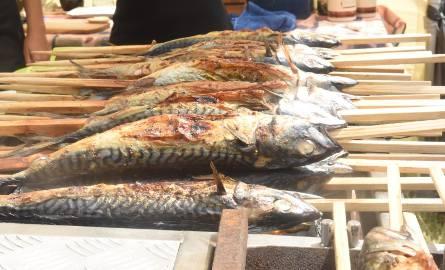 W stekach z halibuta Makro znalazło niebezpieczne dla zdrowia bakterie. Może ona powodować nawet obumarcie płodu lub poronienie w przypadku, gdy zakazi