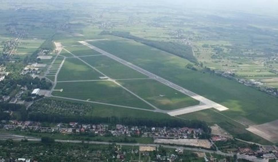 Film do artykułu: Jest wielu chętnych do przebudowy lotniska cywilnego w Radomiu. Trwają oceny ofert w trzech przetargach