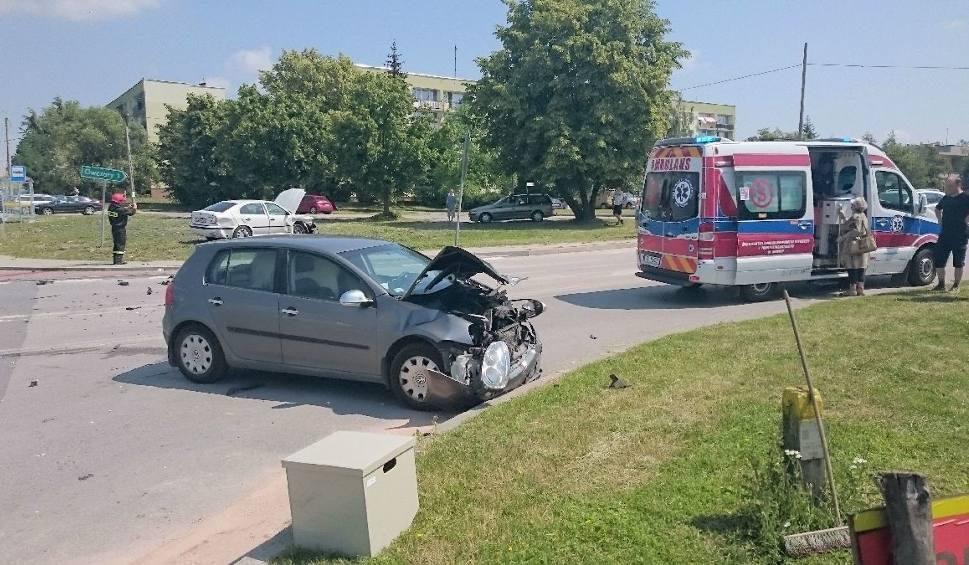 Film do artykułu: Wypadek na skrzyżowaniu w Busku. Dwie osoby trafiły do szpitala