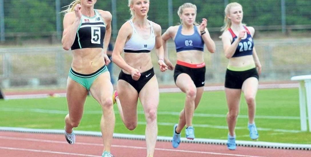 M. Hołub-Kowalik (nr 5) na koszalińskiej bieżni poprawiła rekord życiowy w biegu na 100 m