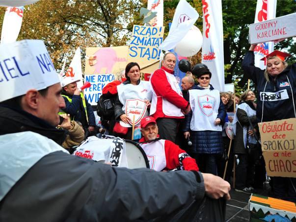 Nauczyciele protestowali w Warszawie przed Kancelarią Prezesa Rady Ministrów