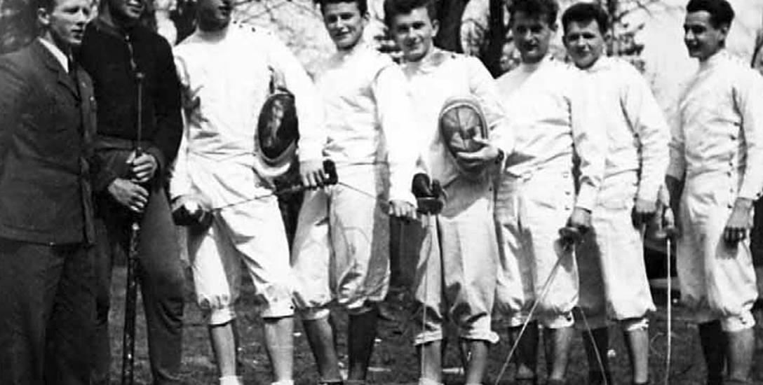 Biała broń - kto dzisiaj pamięta zaciekłe szermiercze pojedynki w sportowym Słupsku