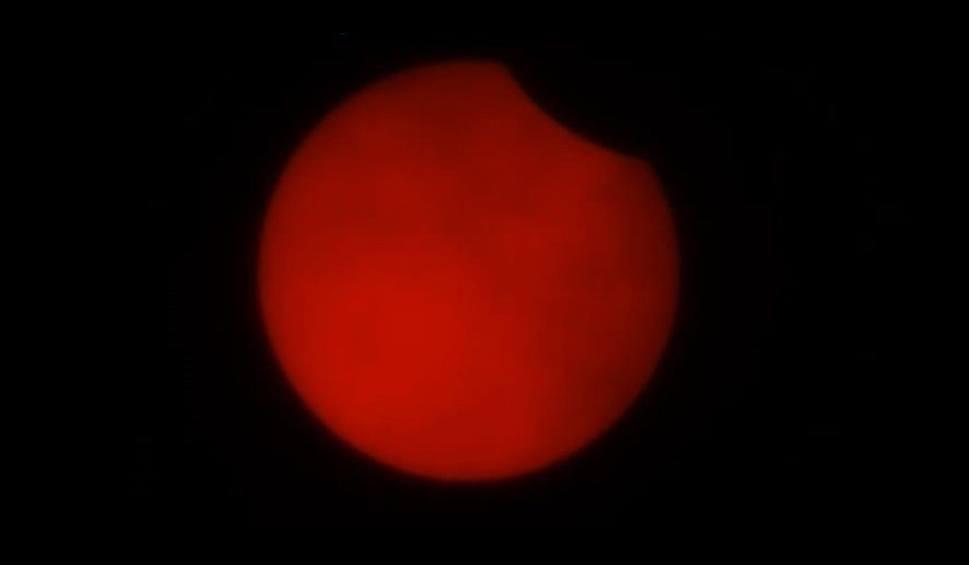 Film do artykułu: Zaćmienie słońca w czwartek 10 czerwca! Jak bezpiecznie oglądać? Zobacz zapis transmisji i przysyłaj zdjęcia!