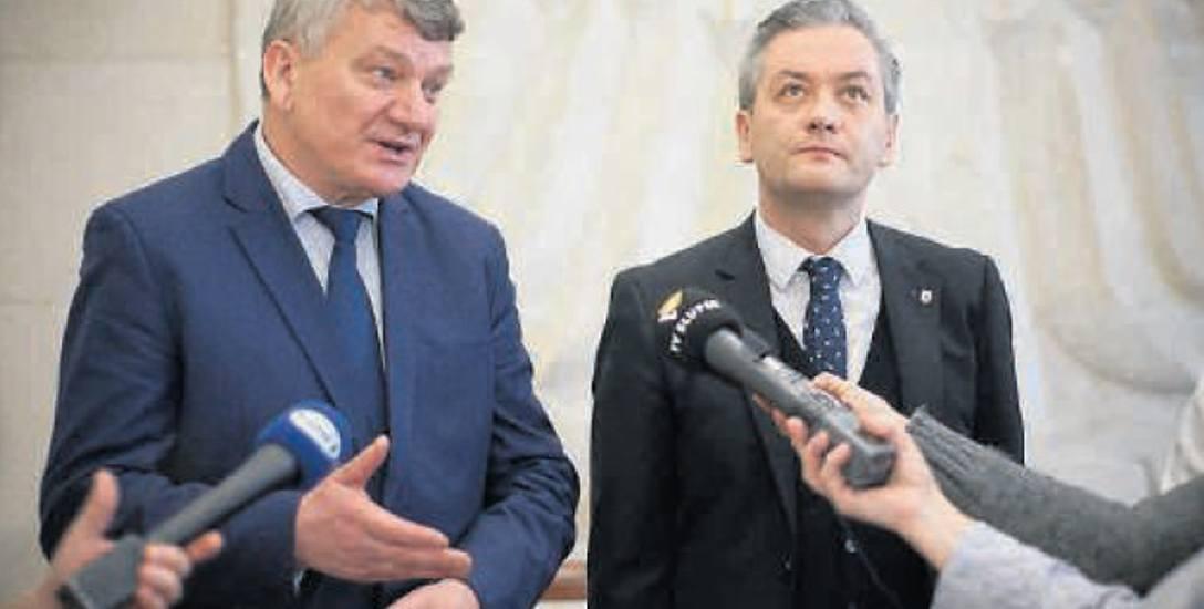 Wczoraj na konferencji w ratuszu obok prezydentów Słupska wystąpili też włodarze okolicznych gmin. Na zdjęciu wójt Kobylnicy Leszek Kuliński i prezydent