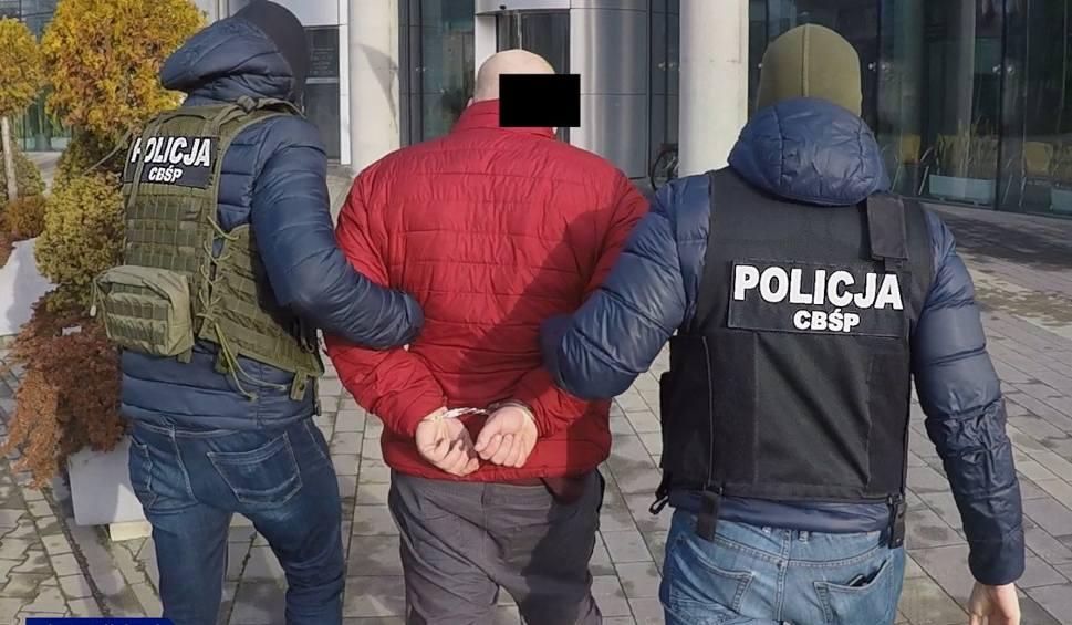 Film do artykułu: Kraków. Policja zlikwidowała sieć agencji towarzyskich. Zatrzymano siedem osób