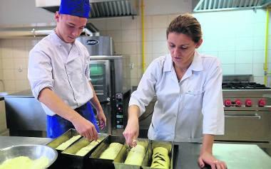 Zawodowcy z gastronomika podpowiedzą, jak nakryć stół, zrobić wigilijne uszka czy upiec makowiec
