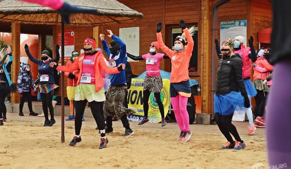 Film do artykułu: Panowie biegali w spódnicach! Ło- Men- Run z okazji Dnia Kobiet w Ostrowcu (ZDJĘCIA)