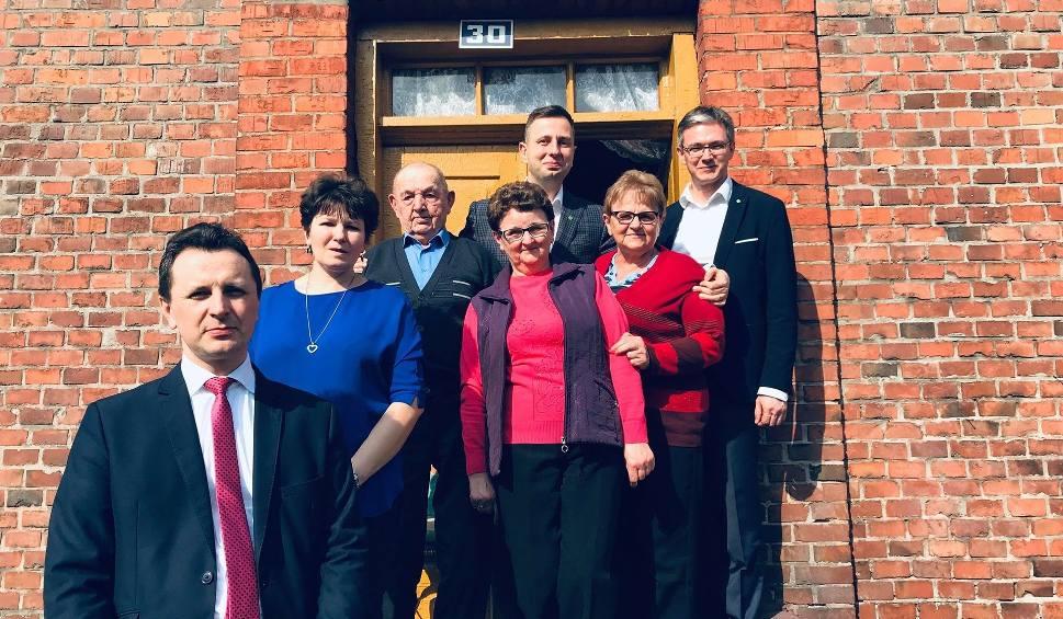 Z lewej Leszek Wawrzyła, radny Sejmiku Województwa Świętokrzyskiego, (od góry)  prezes PSL Władysław Kosiniak - Kamysz oraz prezes PSL w Świętokrzyskiem