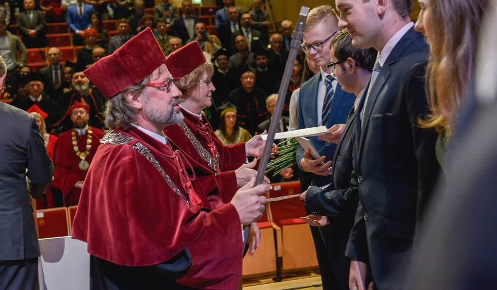 Film do artykułu: Niemal 2,4 tys. studentów rozpoczyna studia na Politechnice Opolskiej. Prawie 170 z nich to obcokrajowcy, m.in. z Indii i Kazachstanu