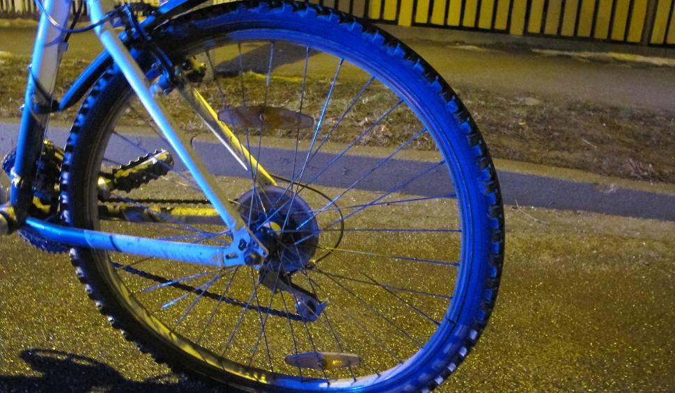 Film do artykułu: Oświęcim. 15-letni rowerzysta wjechał wprost pod koła samochodu