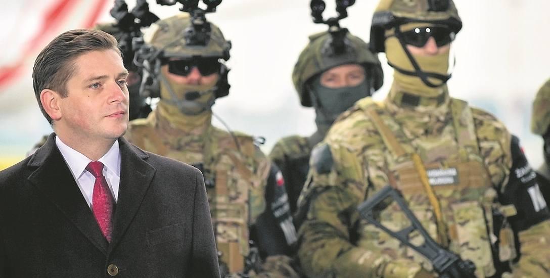 Nowy minister obrony Mariusz Błaszczak zarządził audyt otwarcia w resorcie i podległych spółkach. Czy wpłynie on na ocenę pracy i dalsze losy wiceministra
