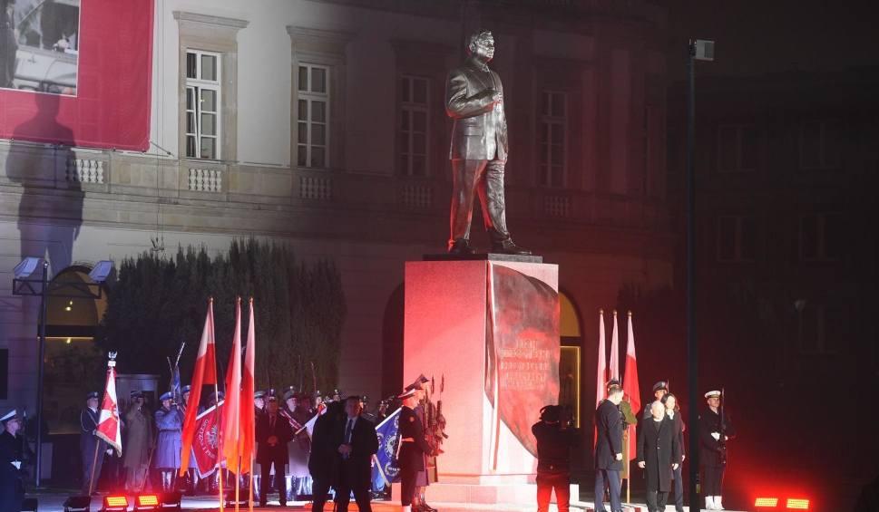 Film do artykułu: Pomnik Lecha Kaczyńskiego odsłonięty w Warszawie [ZDJĘCIA] Duda: Od czasów marszałka Józefa Piłsudskiego tak wielkiego przywódcy nie było
